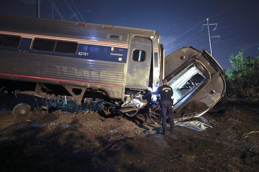 El percance ocurrió en horas de la noche, en medio de la oscuridad. (Foto Prensa Libre: AP).