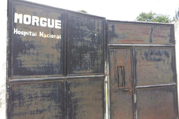 Morgue de Jalapa fueron trasladados los tres cadáveres. (Foto Prensa Libre: Hugo Oliva).