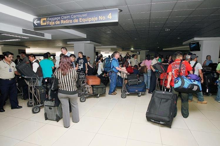 La principal vía de transporte de los viajeros, residentes en el país, es la terrestre, seguida de la aérea y la marítima. (Foto: Hemeroteca PL).