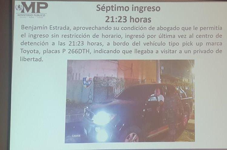 La última vez el abogado Estrada ingresó en un picop de doble cabina. (Foto Prensa Libre: MP)