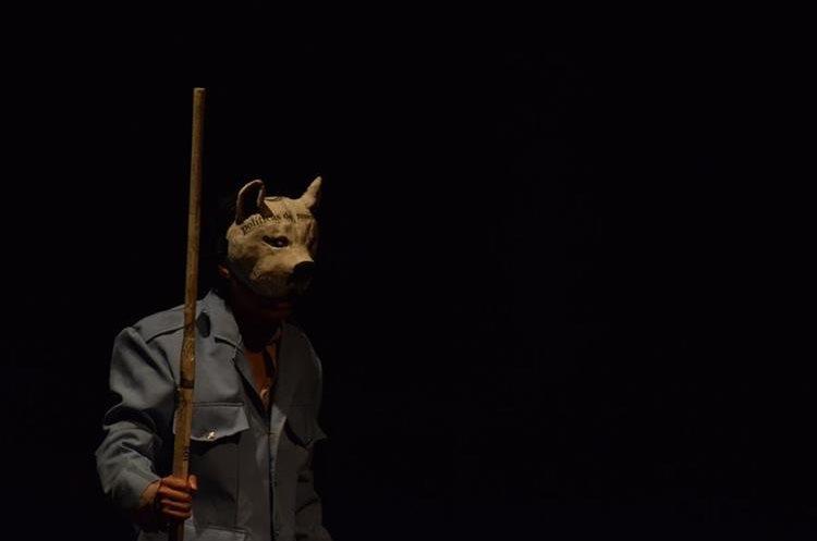 La puesta en escena mostró al público la atmósfera creada por las dictaduras latinoamericanas.