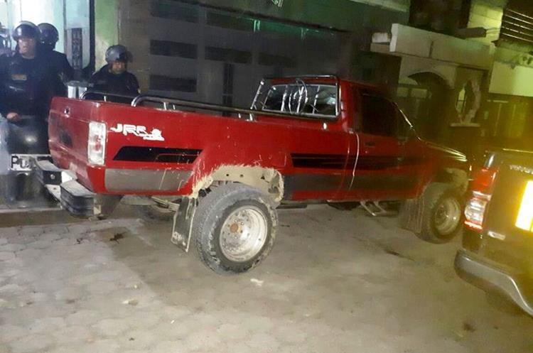 Los dos sujetos viajaban en este vehículo. (Foto Prensa Libre: Mike Castillo)