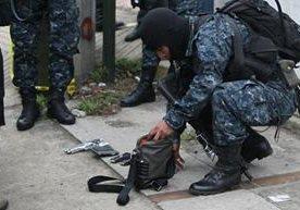 Policía Nacional civil intercepta vehículos con dinero y captura a dos.