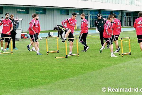 James Rodríguez se ejercitó con sus compañeros. (Foto Prensa Libre: Real Madrid.com)