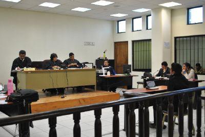 Los procesados  durante el juicio en Quetzaltenango.
