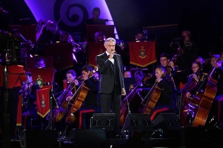El tenor italiano Andrea Bocelli actuará con la cantante estadounidense Alicia Keys en la ceremonia de apertura de la final de Liga de Campeones este sábado en Milán. (Foto Prensa Libre: EFE)