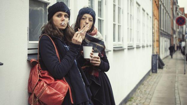El número de mujeres fumadoras en Dinamarca es más alto que el promedio nacional. GETTY IMAGES