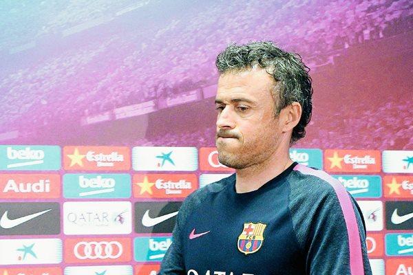 El entrenador del FC Barcelona, Luis Enrique Martínez, considera que el diálogo es lo más importante. (Foto Prensa Libre: EFE)