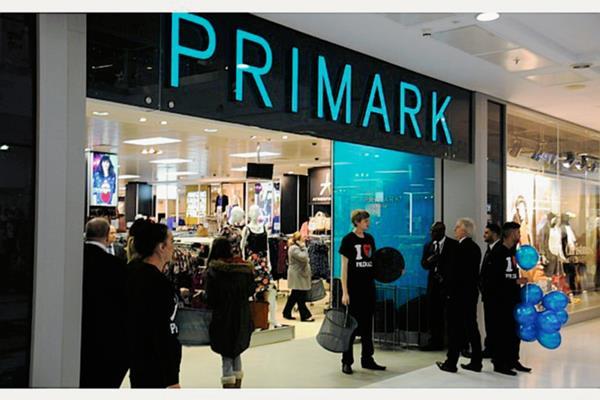 La cadena de ropa Primark se ha convertido en una de las opciones más baratas. (Foto Prensa Libre: Hemeroteca).