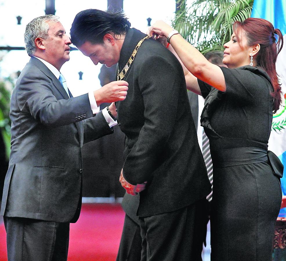 Pérez Molina y Baldetti concedieron la Orden del Quetzal en marzo de 2013.
