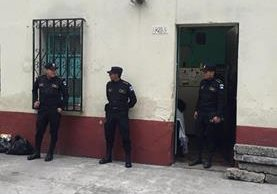 La Policía Nacional Civil capturó a tres personas por un caso de adopción irregular en el Hospital de Amatititlán. (Foto Prensa Libre: PNC)