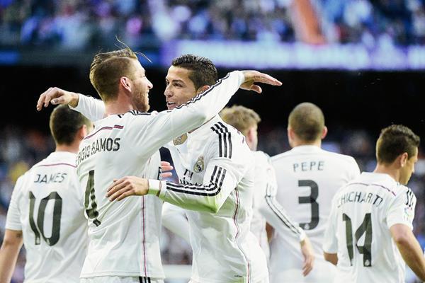 Real Madrid sufrió al igual que el Barcelona para mantener su lucha en la cima. (Foto Prensa Libre:AFP)