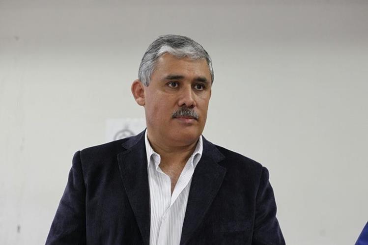 Claudio Vinicio Solís Cortés, espera la audiencia en el Juzgado de Villa Nueva. (Foto Prensa Libre: Paulo Raquec)