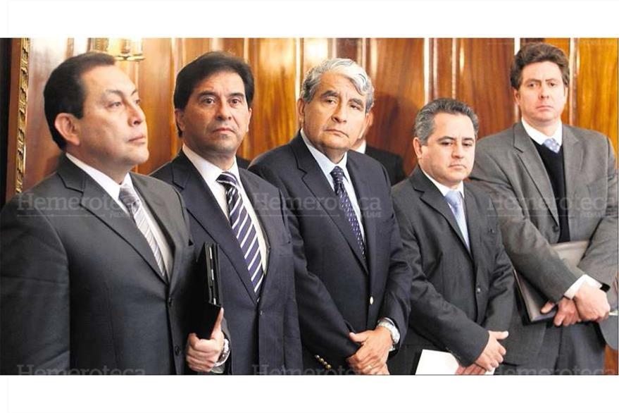 (Izq.)Mauricio López, Harold Caballeros, Francisco Arredondo y Pavel Centeno, junto a Emmnuel Sneider. (Foto: Hemeroteca PL)
