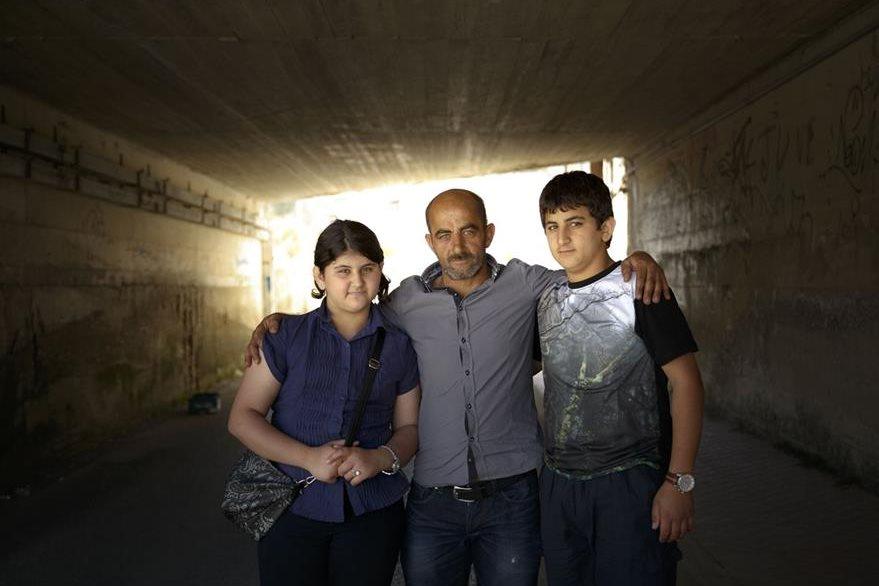 Rashid Jaqali Y dos dos hijos Yehia (izquierda) y Suranne  (derecha). (Foto Prensa Libre: AP).