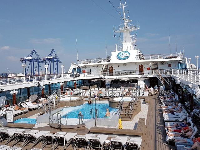 El navío de Azamara Quest, que cubre la Ruta Mesoamericana, atracó la semana pasada en el país.