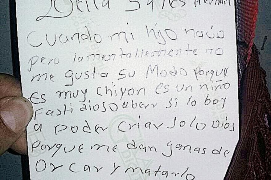 La madre del menor hallado muerto en un pozo  habría dejado un mensaje en el que hace ver sus intenciones de maltratarlo. (Foto Prensa Libre: Mike Castillo)