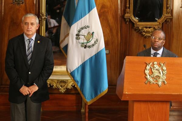 Otto Pérez anunció que EE. UU. pasará pruebas de polígrafo a los funcionarios de la SAT para determinar su confiabilidad. (Foto Prensa Libre: Geovanni Contreras)