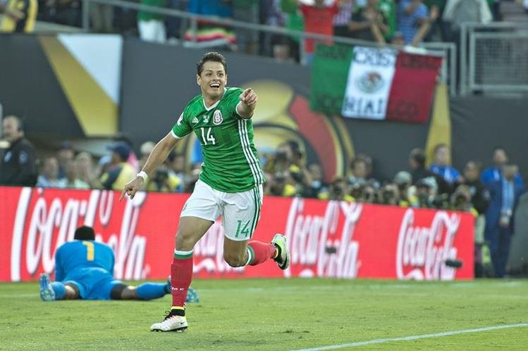 Javier el 'Chicharito' Hernández festeja después de anotarle a Jamaica. (Foto Prensa Libre: Twitter Selección de México)