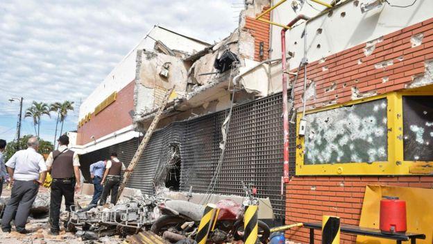 La policía paraguaya reportó que tres civiles quedaron heridos por el asalto. AFP