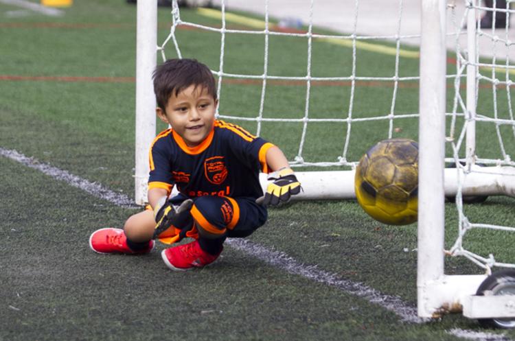 Elpequeño sueña con ser un futbolista profesional. Su ejemplo a seguir es Lionel Messi. (Foto Prensa Libre: Hemeroteca)
