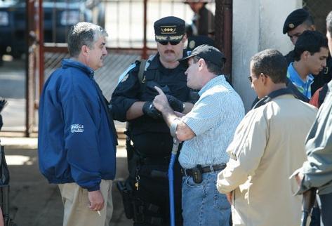 CArlos vielmann  —Izq.—, junto a  Sperisen y Alejandro Giammattei, en la operación Pavo Real.