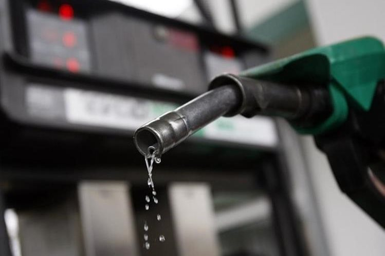 Los precios de los combustibles se mantienen estables. (Foto Prensa Libre: analitica.com)