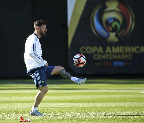 El astro argentino, Lionel Messi es la estrella de la Copa América Centenario. (Foto Prensa Libre: AP)