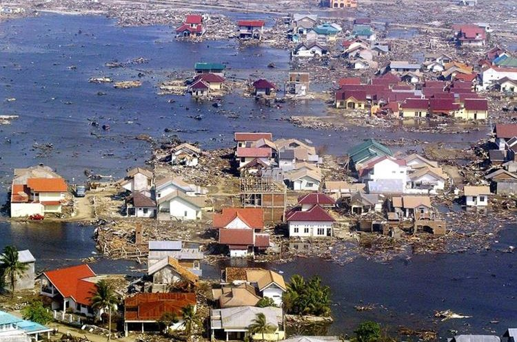 Foto aérea de la devastación causada por el tsunami en Banda Aceh, Indonesia. (Foto: AFP)