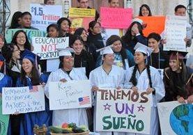 Un grupo de dreamers pide en la ciudad de Los Ángeles no ser deportados.