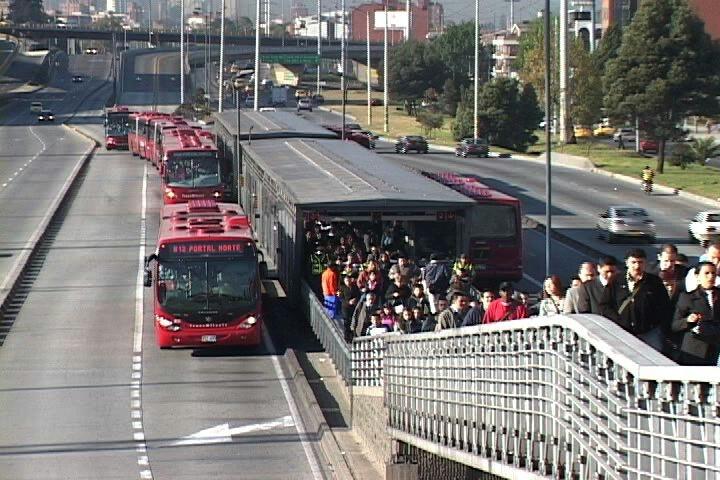 La iniciativa busca fomentar el uso del transporte público. (Foto Prensa Libre: pinimg.com)