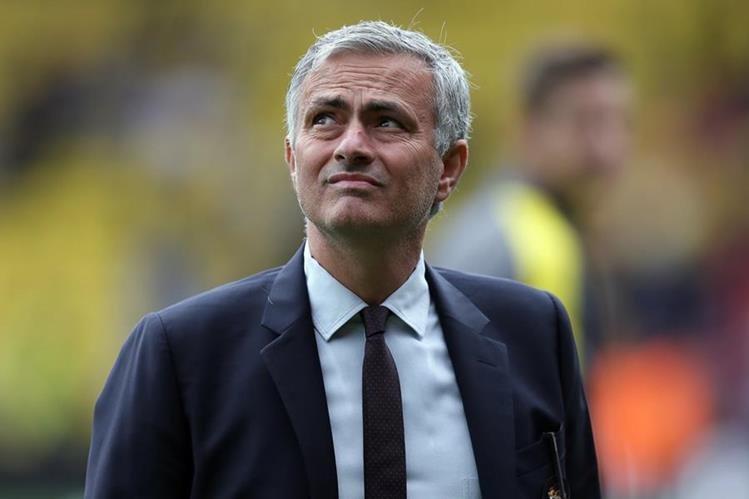 El técnico José Mourinho se encuentra en el ojo del huracán por los malos resultados del Manchester United en los últimos partidos. (Fotol Prensa Libre: AP)