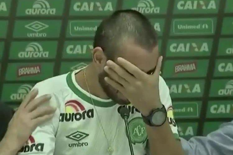 Ruschel no pudo evitar romper en llanto en plena conferencia de prensa. (Foto Prensa Libre: Redes Sociales)