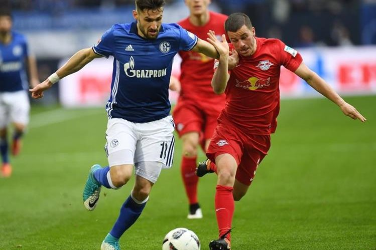 El Leipzig se aleja del primer lugar al empatar contra el Schalke. (Foto Prensa Libre: AFP).