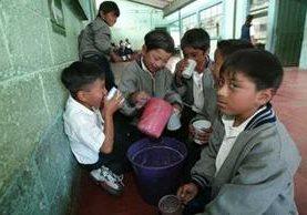 Las escuelas que no están organizadas aunque reciben los fondos para la refacción escolar, el proceso es más lento (Foto Prensa Libre: Hemeroteca PL).
