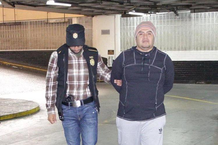 La PNC, informó que capturó a Edgar Rolando Hernández Diego, quien presuntamente extorsionaba a través del WhatsApp. (Foto, Prensa Libre: Facebook de PNC)