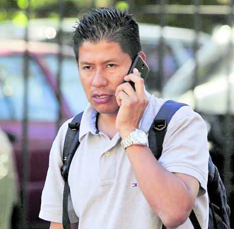 """Carlos Sotoj, padre de Estafany Dayana, señaló que se siente """"solo y aturdido"""", porque las instituciones no han sido prontas en darle respuesta (Foto Prensa Libre: Hemeroteca PL)."""