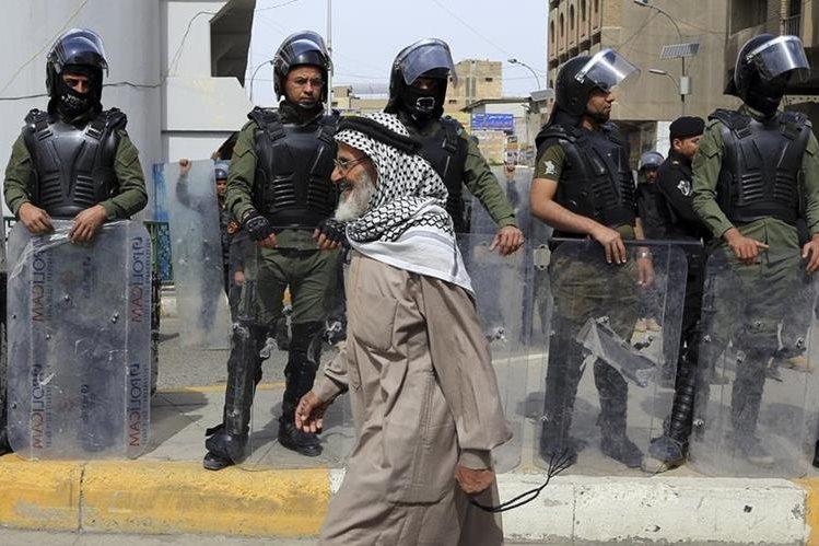 El atentado ocurrió en un estadio al sur de Bagdad, Irak. (Foto Prensa Libre: AP).