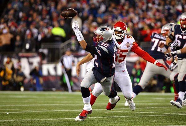 De la mano de Tom Brady los Patriots avanzan a su quinta final. (Foto Prensa Libre: AP)