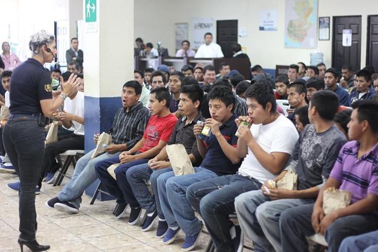 Entre enero y agosto pasado las autoridades estadounidenses deportaron a 21 mil 481 guatemaltecos. (Foto Prensa Libre: Hemeroteca PL)