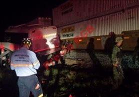 El accidente se produjo en la madrugada cuando el bus chocó contra un poste de electricidad.