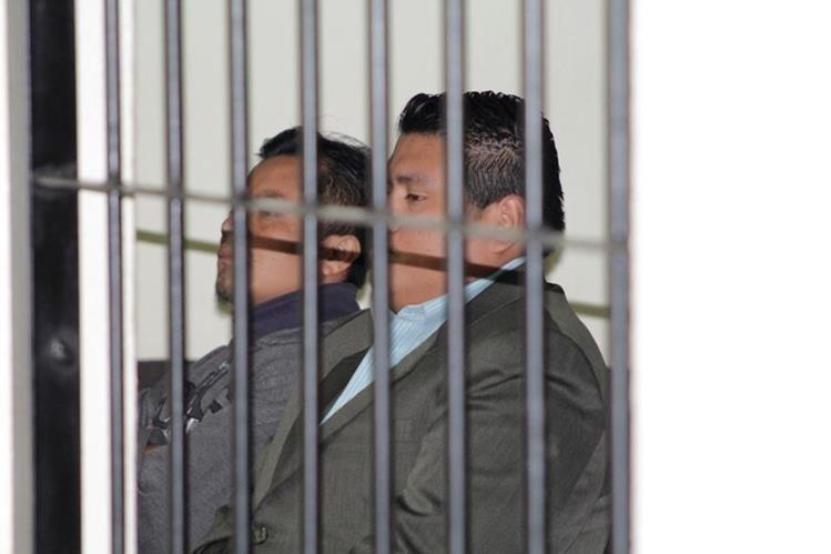 Los dos presuntos agresores que fueron absueltos en Quetzaltenango. (Foto Prensa Libre: María José Longo).