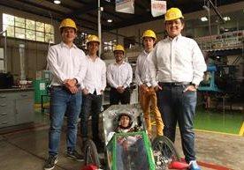 Guatemaltecos participan en un concurso internacional con un vehículo de bajo consumo de combustible.