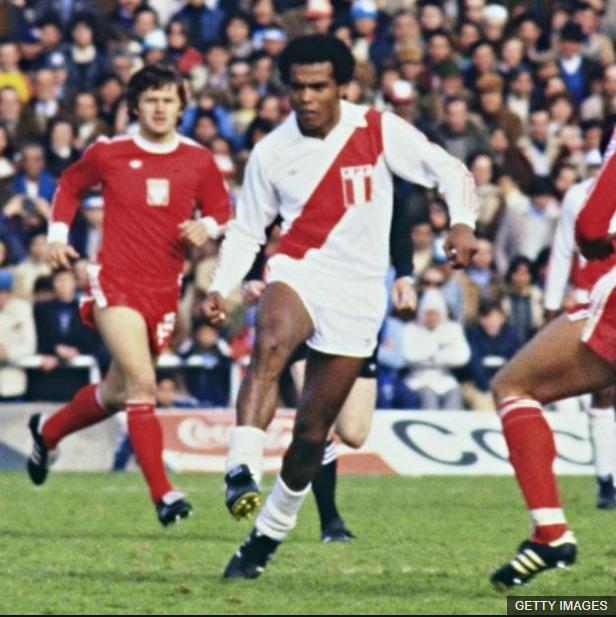 Cubillas, en la foto en el mundial de 1978, fue el líder de la mejor generación de futbolistas que ha tenido Perú. (Foto Prensa Libre: BBC Mundo)
