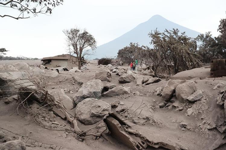 <div> Autoridades concluyeron búsqueda por riesgo en terreno; familiares aún tienen esperanza de hallar restos en&nbsp;</div> <div> la llamada Zona Cero. (Foto Prensa Libre: Érick Ávila)</div>
