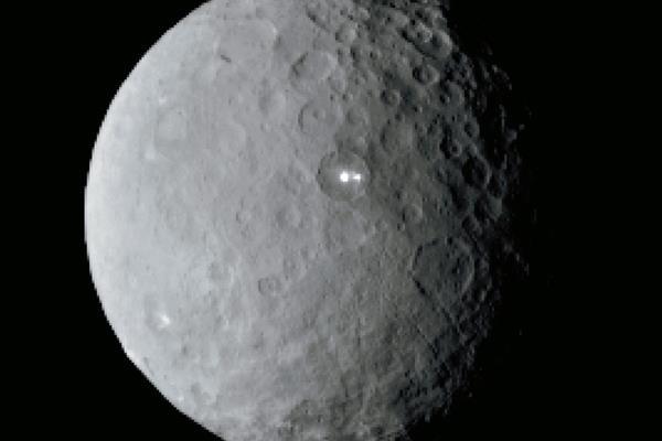 Imagen del  planeta enano  Ceres tomada por la nave Dawn, a una distancia de 46 mil kilómetros. (Foto Prensa Libre: AP)