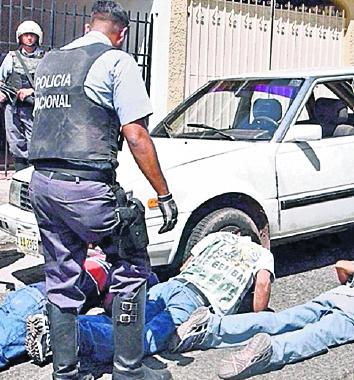 Las fuerzas policiales han incrementado los operativos en El Salvador. (Foto Hemeroteca PL)
