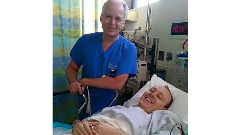David recibió tratamiento en Los Ángeles con el doctor Wouter Schievink, el mismo que trató a George Clooney.