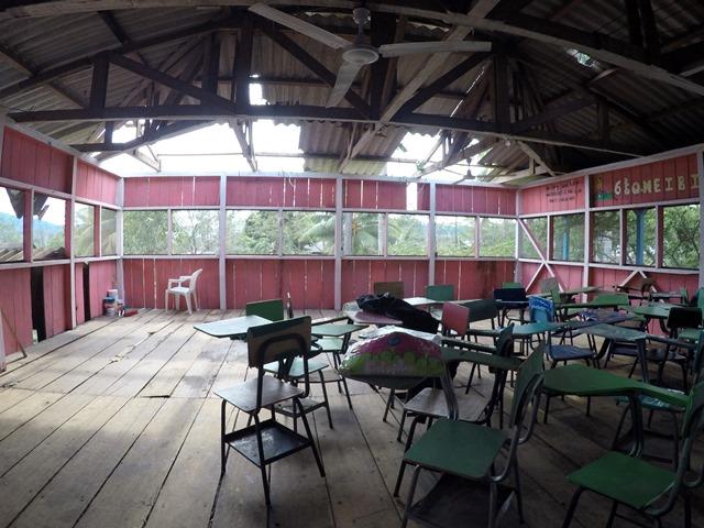 El Instituto Nacional de Educación Diversificada quedó con daños causados por los vientos. (Foto Prensa Libre. Eduardo Sam Chun)