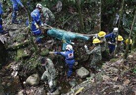 Drama y dolor viven sobrevivientes de alud ocurrido en Colombia; mueren más de 200